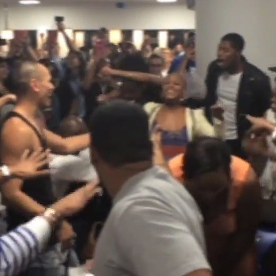 The Lion King and Aladdin Casts Sing at the Airport | Video