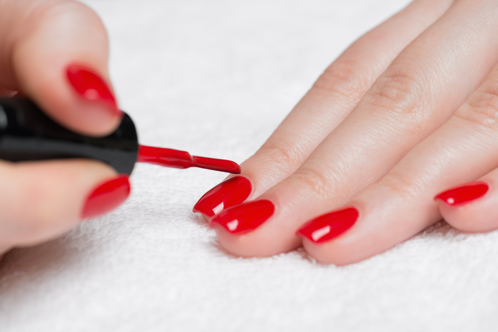 Gently massage the nail polish spots. Gently pull on the nail polish, running your fingernails down the strands of hair. If the polish begins to come out, continue this process until you dislodge as much of the polish as possible. If some nail polish remains in your child's hair, proceed to the next step.