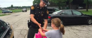 Police Officer Buys an iPad For Little Girl Who Sacrificed Her Lemonade-Stand Sales For Her Family