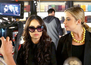 Mona Is Back on Pretty Little Liars, and Hanna Is Dishing Serious Side Eye: Go Behind the Scenes of Tonight's Episode!