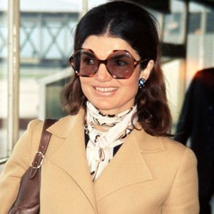 How To Channel Jackie O's Signature '70s Style