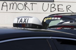 Uber Drivers In Mexico City Attacked With Sticks, Stones, Eggs, And Flour
