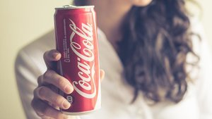 This Is What Happens To Your Body Within An Hour Of Drinking A Can Of Coca-Cola
