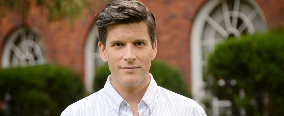 """We Put Twists on Our Twists This Year!"" Osher Günsberg Spills on The Bachelor"