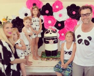 Tori Spelling Throws Panda-Themed Pool Party For Stella