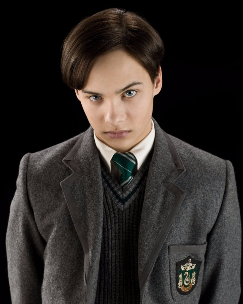 Frank Dillane in Fear the Walking Dead and Harry Potter ...