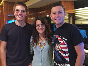 How Scotty McCreery Helped a Fan Propose to His Long Distance Girlfriend