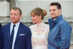 'Guy Ritchie' from the web at 'http://media1.popsugar-assets.com/files/2015/08/08/771/n/1922398/3a579994fbff5f7d_GettyImages-483360792_masterznAouZ.150square/i/Guy-Ritchie-Jacqui-Ainsley-Red-Carpet-Pictures.jpg'