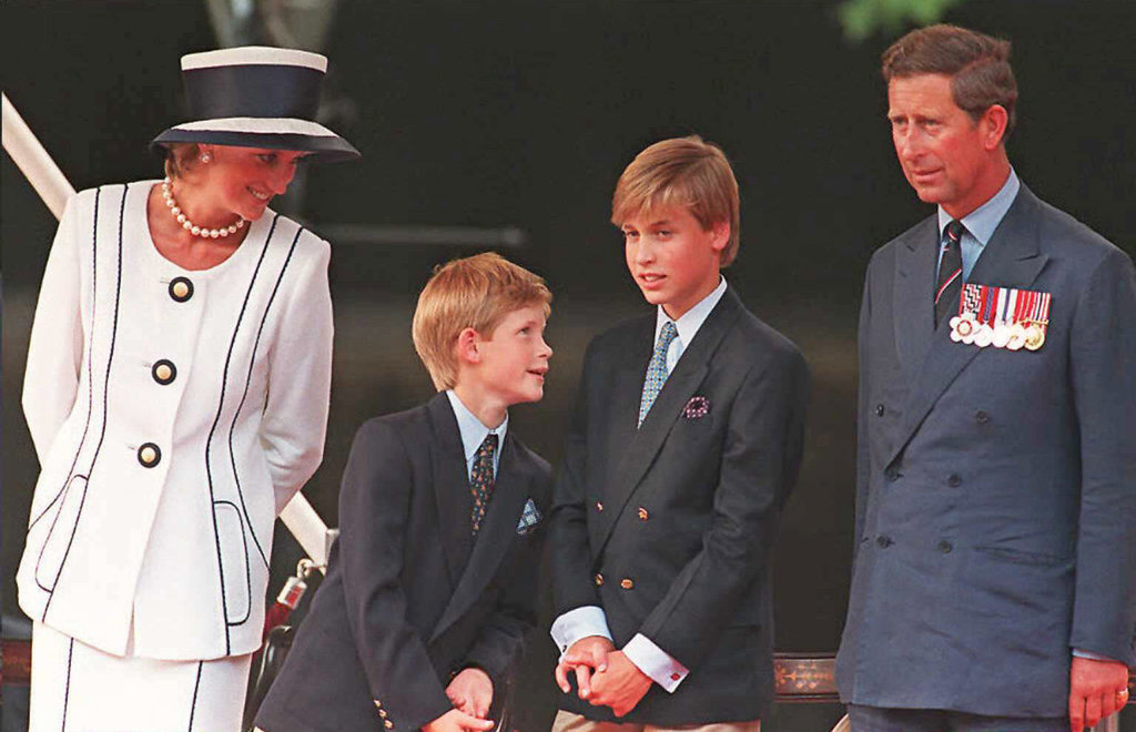 http://media1.popsugar-assets.com/files/2015/08/12/797/n/1922398/c6fd1d66facbb9f6_GettyImages-106905059_master2lYgxF.xxxlarge/i/August-1995-Harry-stood-between-parents.jpg