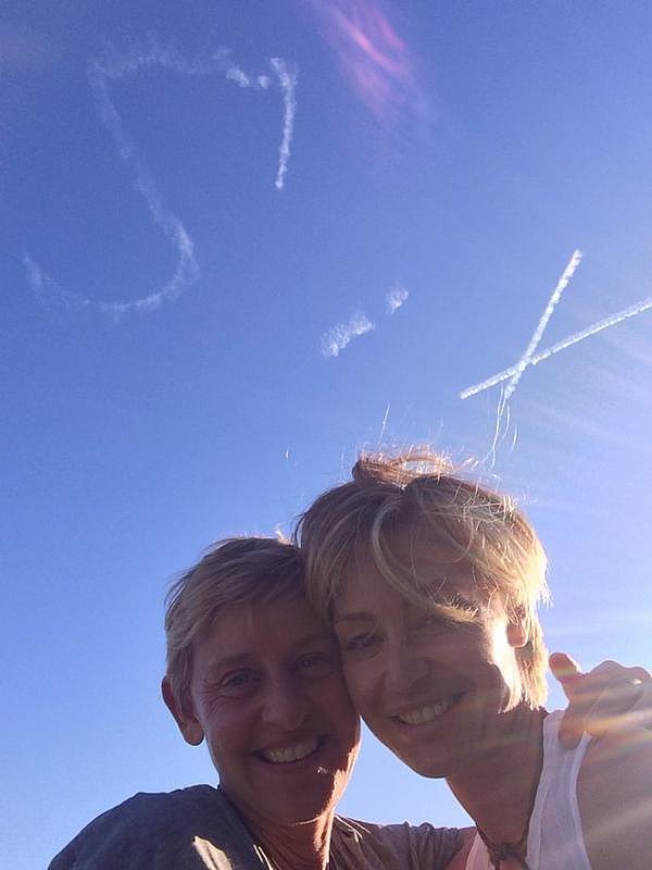 Portia surprised Ellen for their sixth wedding anniversary with skywriting in August 2014.