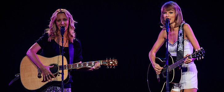 """Calling All Friends Fans! Phoebe Buffay and Taylor Swift Sang """"Smelly Cat"""" on Stage"""