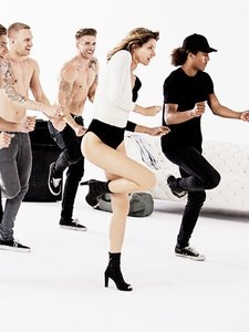 Gisele Bündchen Proves She's Got the Moves