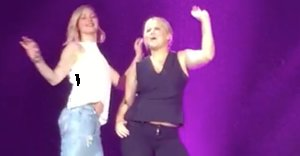 Jennifer Lawrence And Amy Schumer Danced Onstage Together At A Billy Joel Concert