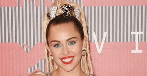 Miley Cyrus Is Basically Naked On The 2015 VMAs Red Carpet (NSFW)