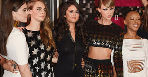 Taylor Swift Hits The VMAs With Her Squad In A Sequined Crop Top