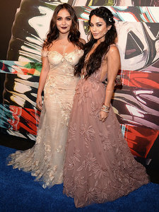 Twinning! Vanessa Hudgens and Sister Stella Look Identical on the VMAs Red Carpet
