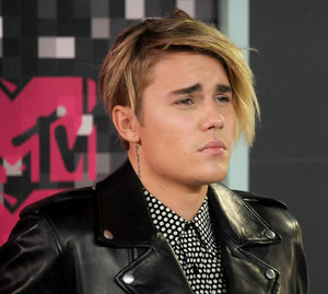 Justin Bieber cries at the 2015 MTV VMAs