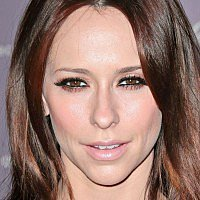 Jennifer Love Hewitt & 5 more stars on breastfeeding mishaps