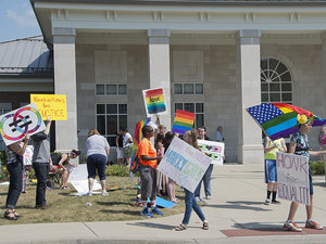 Same-Sex Couples Head to Kentucky Courthouse as Clerk Who Refused to Issue Them Marriage Licenses Sits Behind Bars