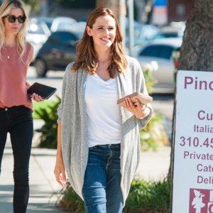 Jennifer Garner Smiling Out in LA Pictures September 2015