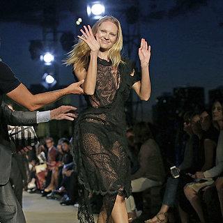 Chute de Candice Swanepoel à la Fashion Week
