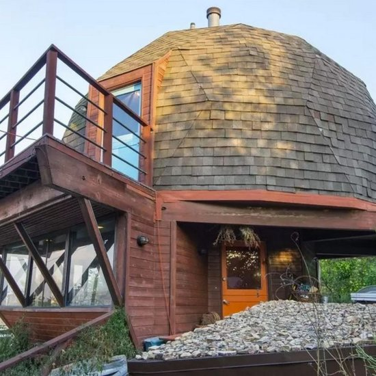 Take a Tour of This Artist's Unique Tree-House-Like Home