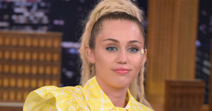 Miley Cyrus Broke Down In Tears During SNL Performance