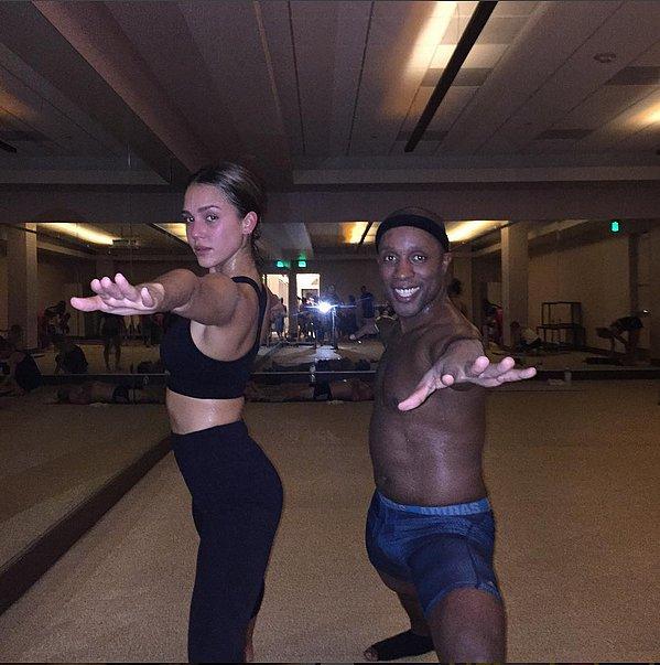 Jessica Alba got her hot yoga on while rocking her favorite Sweaty Betty bra.