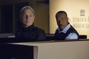 [Videos] 'NCIS' Sneak Peek: What Happens When Vance Rides Along with Gibbs?
