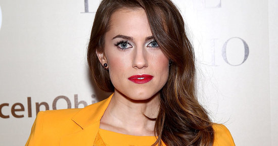 Allison Williams' New Bangs Make Her The Spitting Image Of Jane Birkin