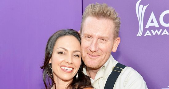 Rory Feek Reflects on Meeting Wife Joey — 'A Beautiful Brown-Eyed Girl' — in New Blog Post
