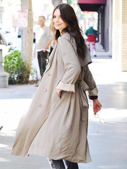 Emily Ratajkowski Just Styled a Trench Coat in the Coolest Way