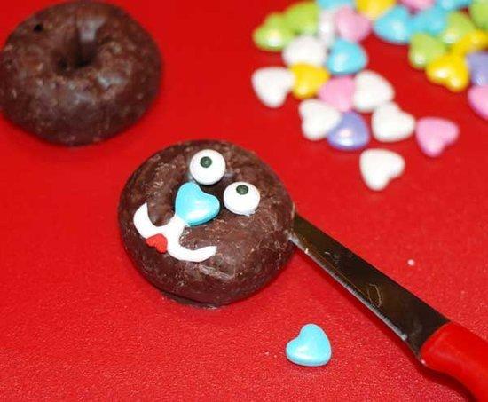 Valentine's Day DIY: Kitty Cat Donuts