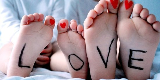 10 Realistic Valentine's Dos and Don'ts For Couples With Young Kids