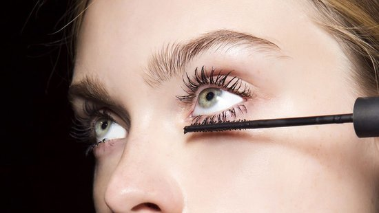 How To Not Get Watery Eyes When Putting On Mascara