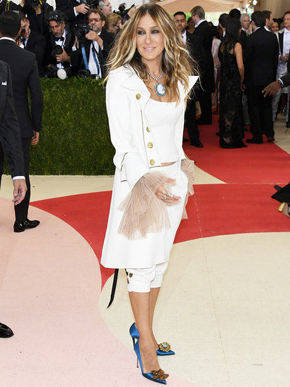 Sarah Jessica Parker Trades Her Signature Headpieces for Hamilton-Inspired Met Gala Outfit