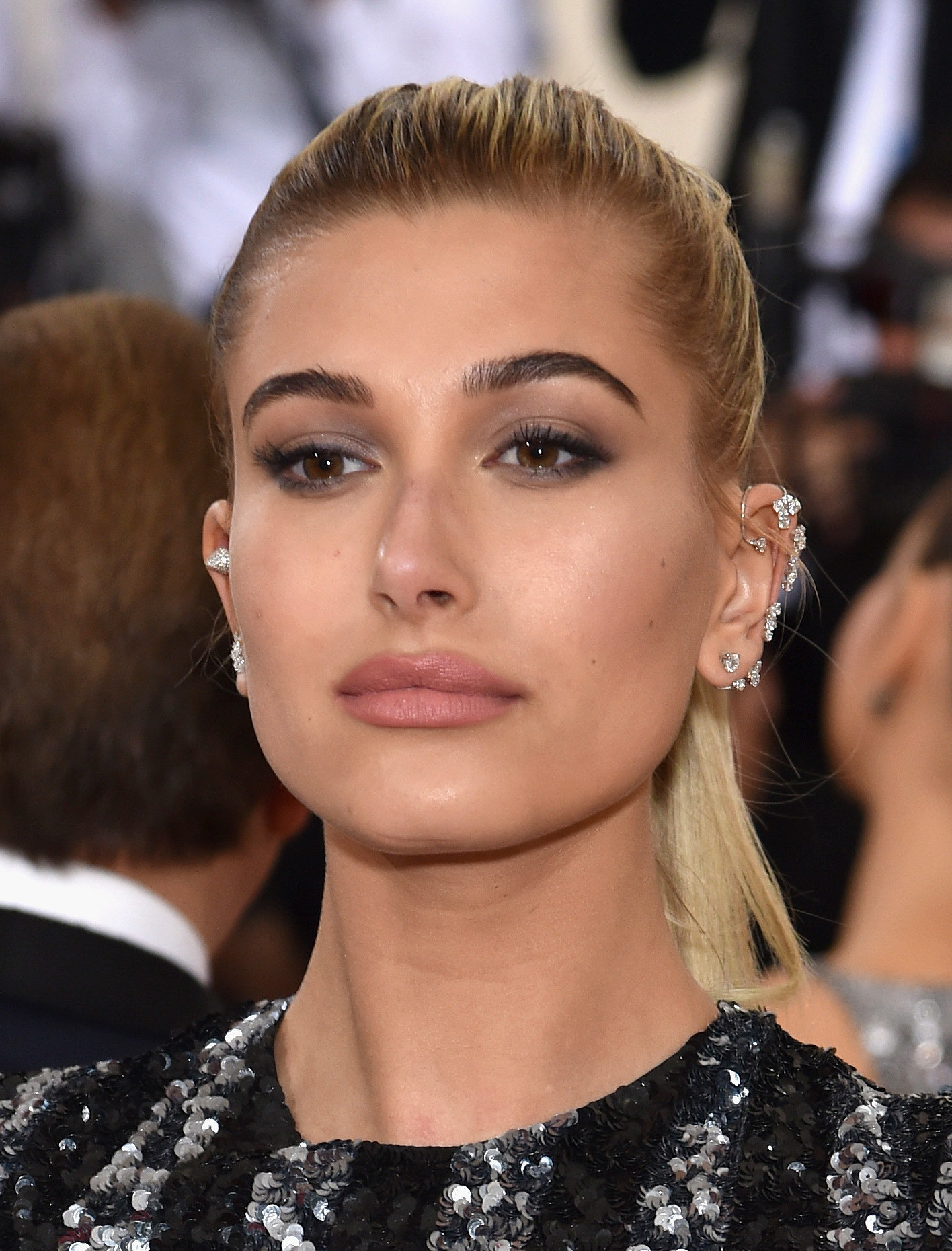 Hailey Baldwin | See Every Elegant Beauty Look From the Red Carpet at ...