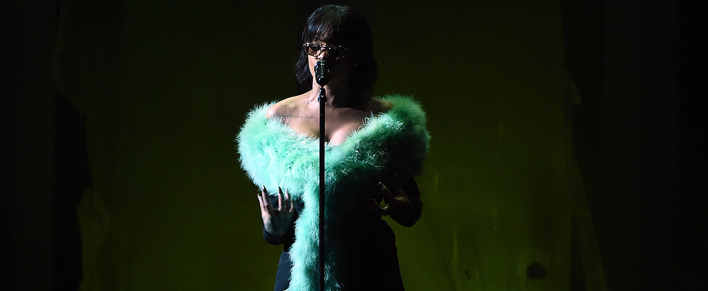 The 1 Brilliant Style Move Rihanna Pulls While on Stage