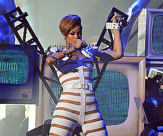 Photo Slide of Rihanna in White at the 2009 American Music Awards