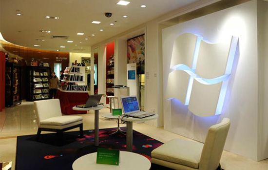 Daily Tech: Microsoft Opens a Lounge in Saks Fifth Avenue NY