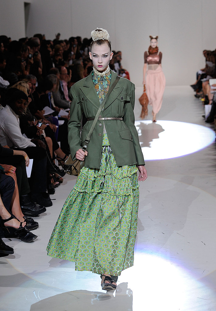 Marc Jacobs Goes Japanese Femme, Brings Back a Couple of Celebrities for Spring 2010