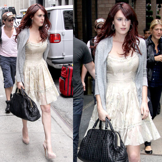 Sorority Row Star Rumer Willis in Manhattan Carrying a ...