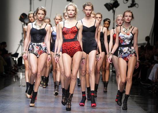 Photos From 2009 Spring Dolce & Gabbana Runway Show at Milan Fashion Week