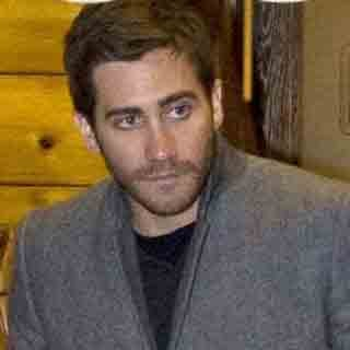 Pictures of Jake Gyllenhaal Leaving a Restaurant in Rome