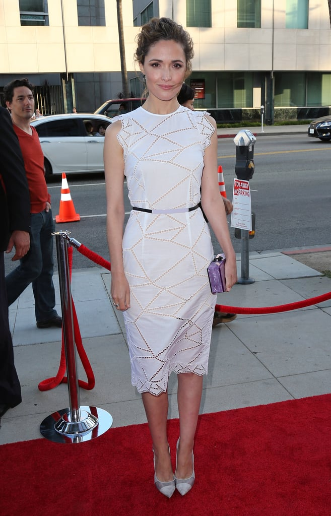 Rose Byrne attended the Blue Jasmine premiere in LA in a sleeveless white knee-length dress by Christopher Kane and gray pumps.