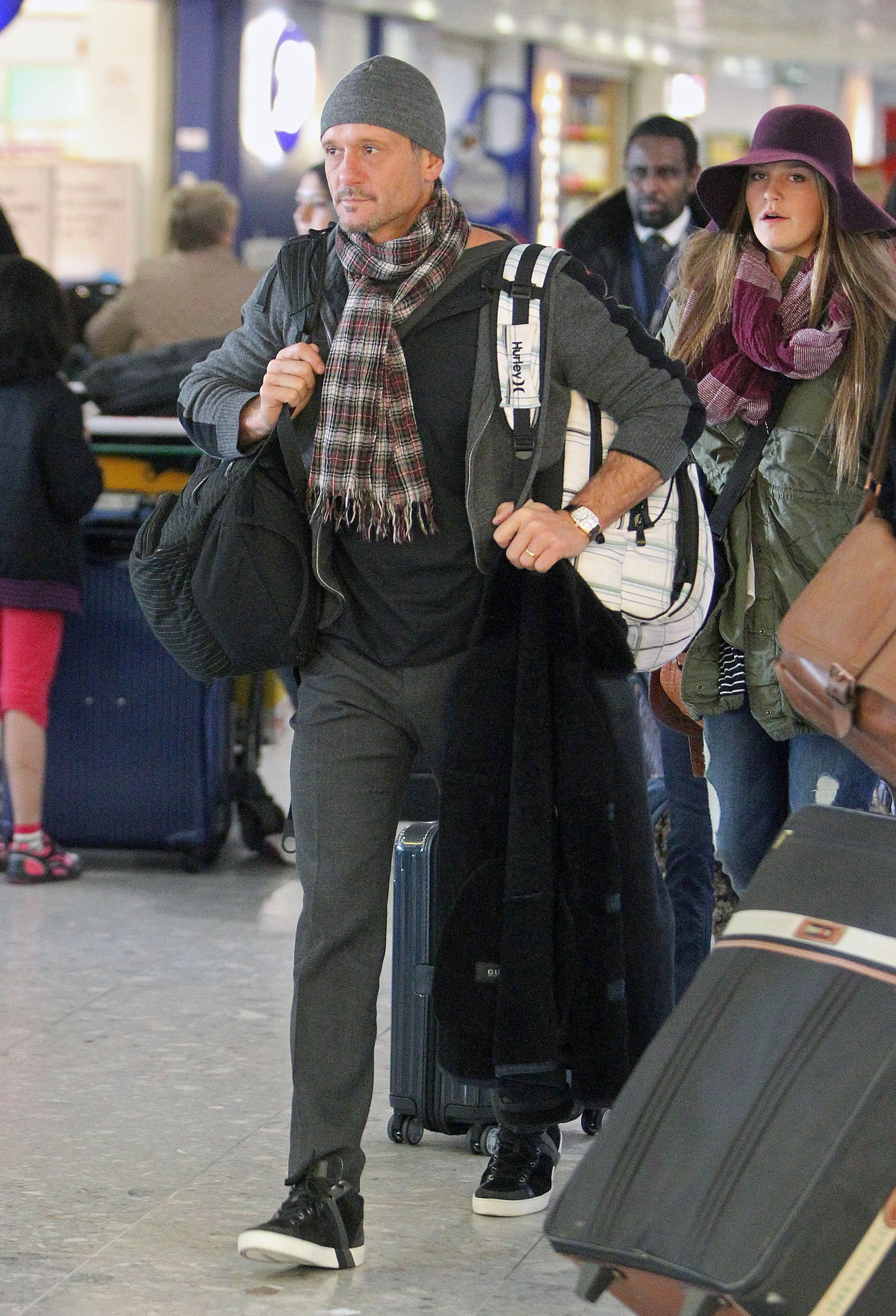 Tim McGraw made his way through the airport in London on Thursday.