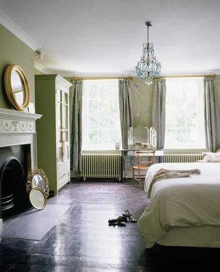 Love It or Hate It? A Mirror Facing the Bed
