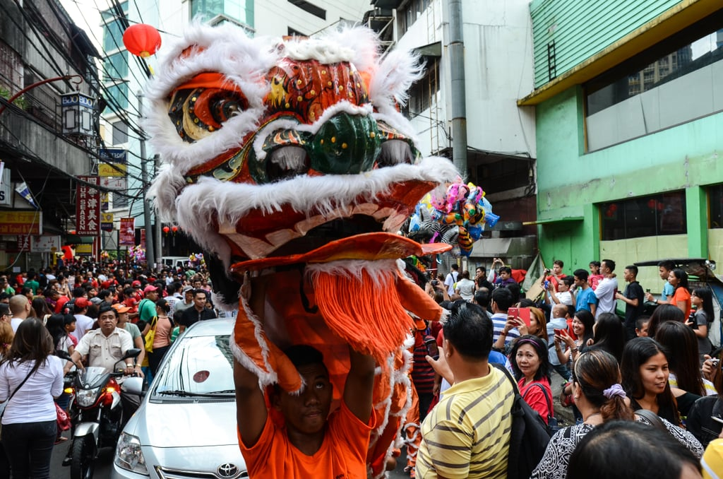 A dragon dance took place in the Chinese district of Manila in the Philippines.