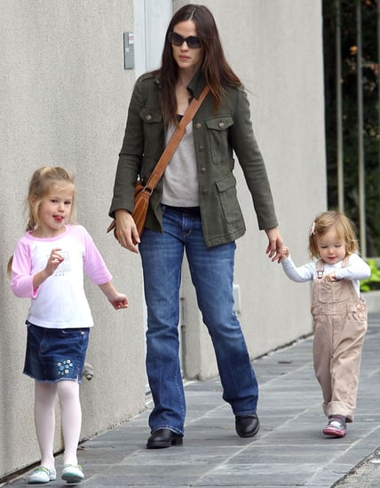 Pictures of Jennifer Garner With Violet and Seraphina 2010-12-03 16:30:00