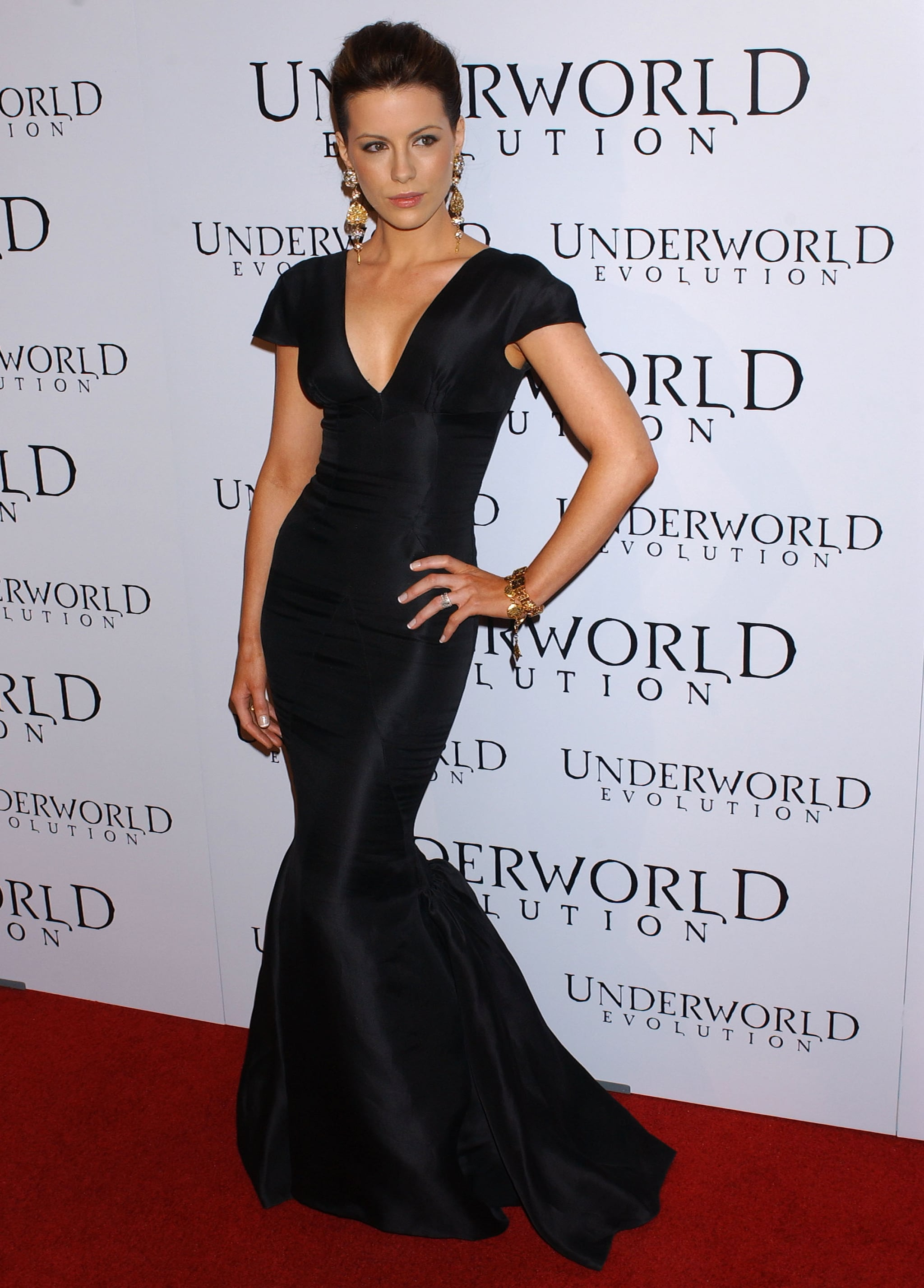 Kate Beckinsale donned a tight black gown for the Underworld: Evolution premiere in January 2006.
